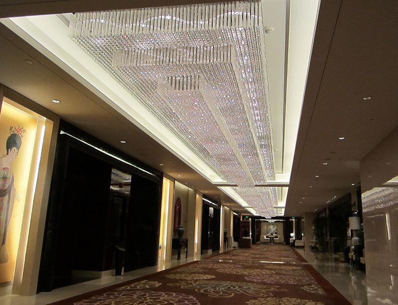酒店走廊工程灯饰定制_大型走廊水晶吸顶灯定制