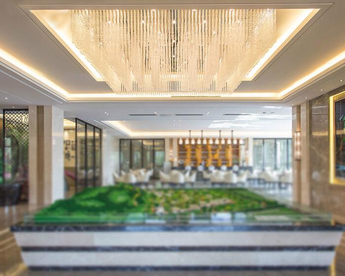 苏州售楼处沙盘展示区顶部水晶灯定制